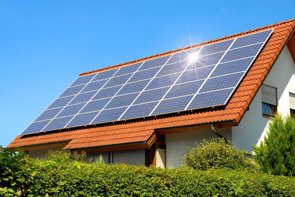 Resolvemos la eterna duda de si es legal instalar paneles solares